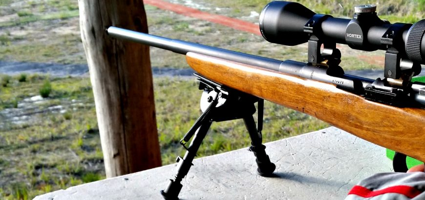 Shooting a sporterised Husky M38 at Deerstalkers Auckland range.